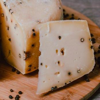 Сыр Качотта с черным перцем