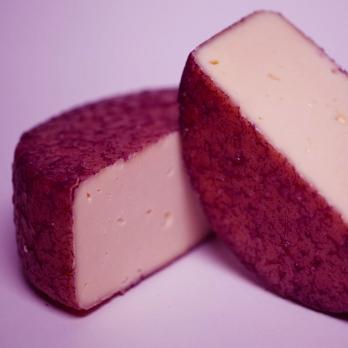 Зигеркейзе (сыр из рикотты, выдержанный в вине)